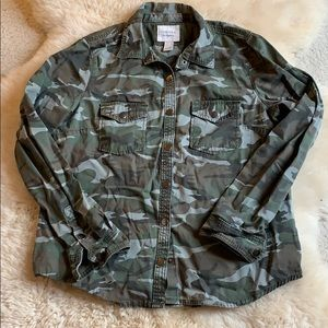 Camo shirt with snap buttons